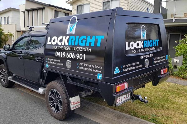 lock-right-locksmiths-ute-canopy-sign-1
