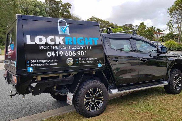 lock-right-locksmiths-ute-canopy-sign-4